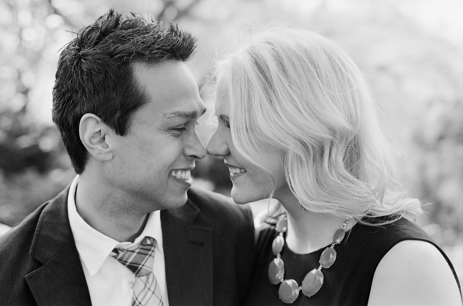 black and white engagement photo in fort tryon park by wendy g photography