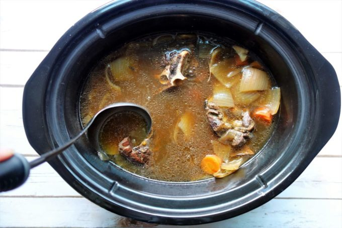 HOMEMADE BEEF BROTH - Learn how to make your own