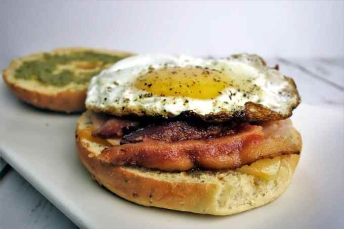 Bagel Breakfast Sandwich: The perfect easy-to-make breakfast sandwich!
