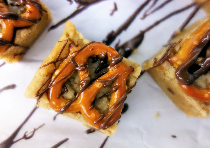 20 Minute Salted Pretzel Peanut Butter Cookie Bars: Easy Desserts