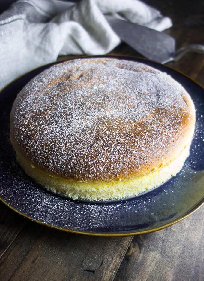 Light & Fluffy Japanese Style Cheesecake, whole fluffy cheesecake sprinkled with powdered sugar