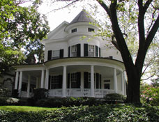 Queen Anne Style Architecture Facts and History   Guide to     The peak period of the Queen Anne style was 1880   1900  although the style  persisted for another decade  The style was named and popularized in  England by