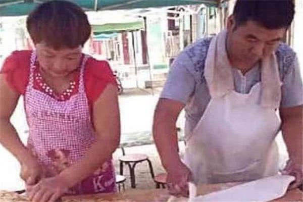 王寶強身家過億 親哥卻在路邊賣燒餅(圖)