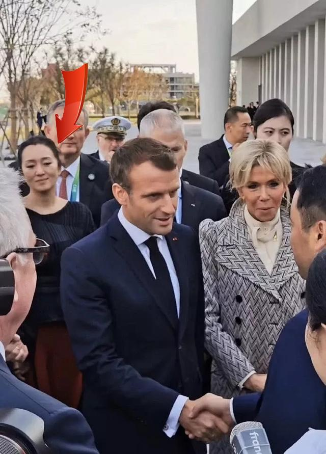 馬克龍訪問團驚現鞏俐和她法國丈夫 光芒四射(組圖)