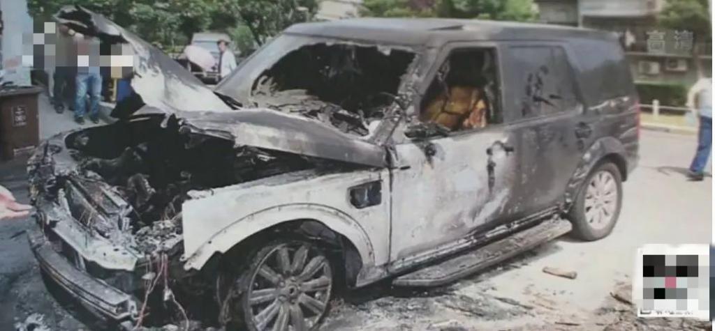 车位被占 中学老师一把火烧了人家的百万大路虎!(图)