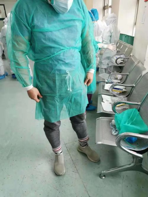 武汉市中心医院到底发生了什么?书记院长全外行(组图)