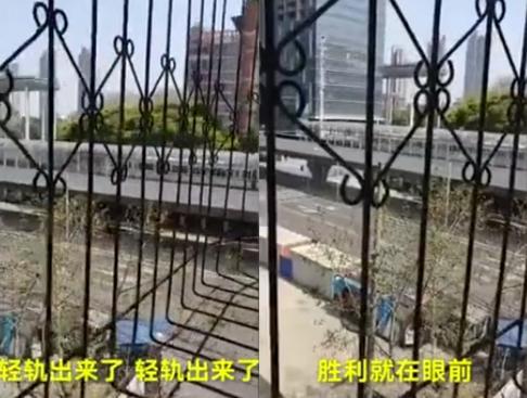 武汉2个多月再现百米长堵车 地铁出站瞬间 网友想哭