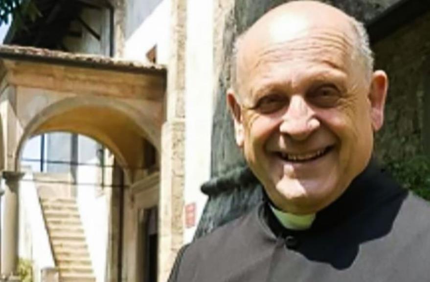 感人!意大利一神父把呼吸机让给年轻患者后去世