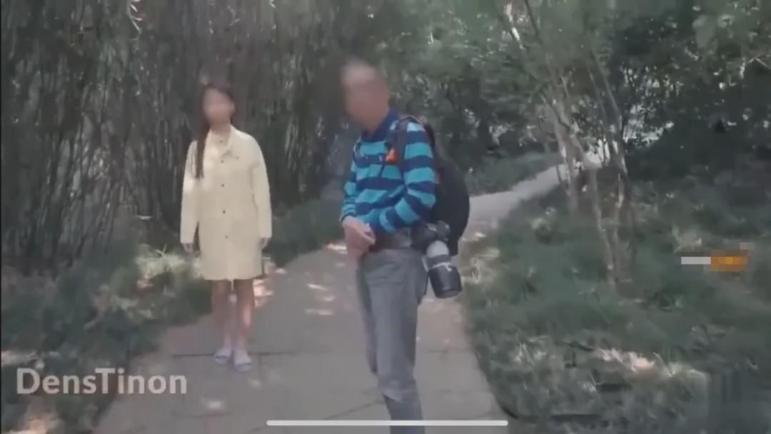 """复旦""""极限露出""""事件:拍全裸视频 只为走红挣钱?"""