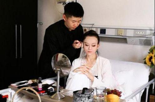 杨丽萍因不愿生孩子而离婚 如今生活全靠男助理