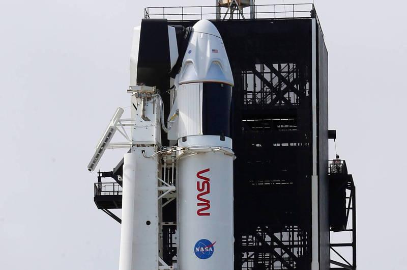 SpaceX天龙号将升空!4太空人就位 彭斯伉俪现场见证