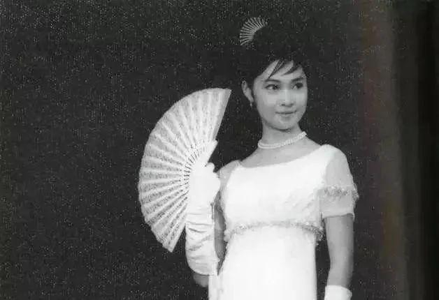 她是张国荣古天乐唯一女神 失学失聪却救无数孩子 岁月不败真美人!