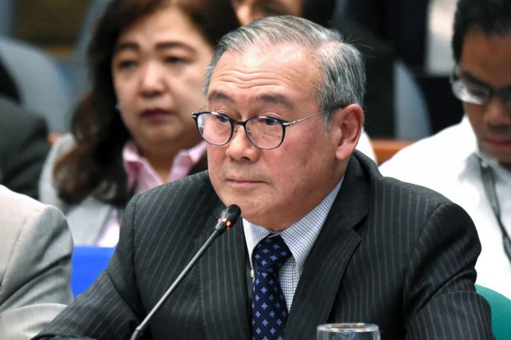 菲律宾外长在在推特上Fword王毅之后,道歉了