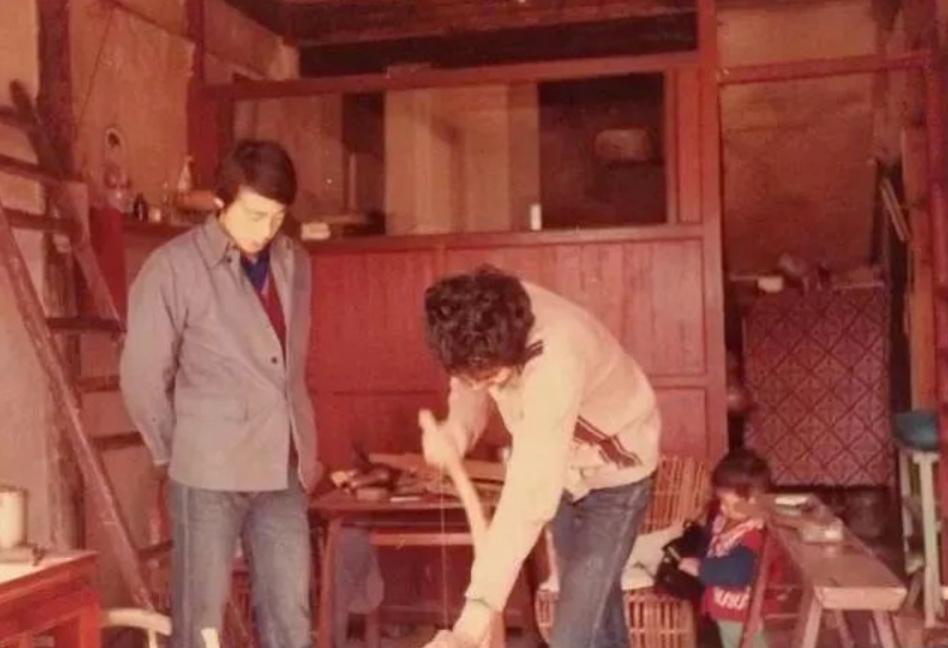 中国木匠花48年为妻子打造上百件礼物,网友羡慕哭了