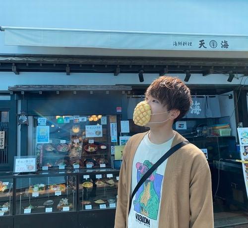 日本企业推出了可以吃的口罩...还是菠萝包味的