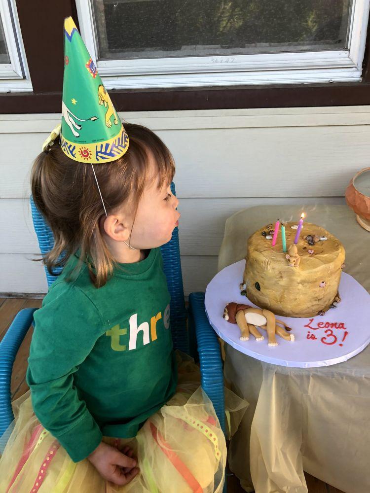 """3岁女要吃造型蛋糕 指定""""狮子王""""这一幕让大人吓傻"""