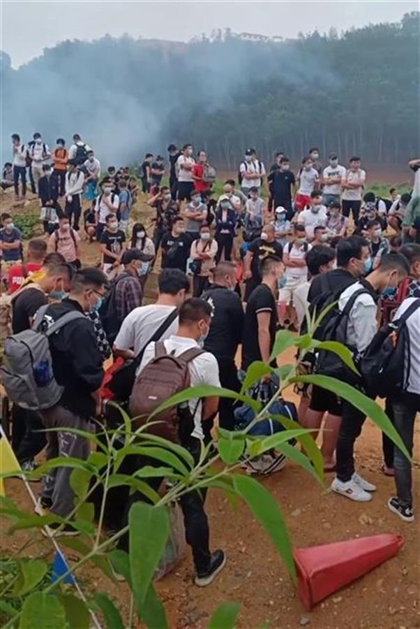 中国官方发了一个通告 缅北中国人排长队通关回国