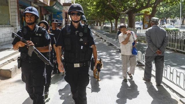 臨時演員新疆街頭跳舞裝幸福 騙外國監察員(圖)