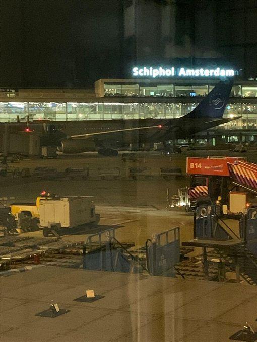 首都機場驚傳劫機!機長拉警報 武裝軍警封鎖現場