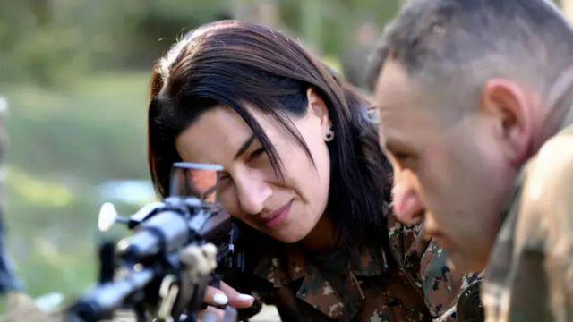 亚美尼亚总理夫人将奔赴前线 其子此前曾参战
