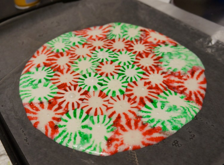 homemade peppermint candy plate - Christmas Candy Crafts