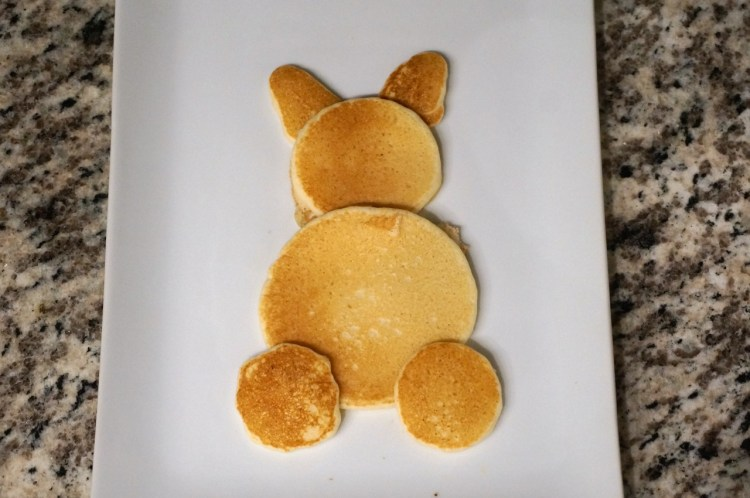 assemble-pancakes-to-make-bunny