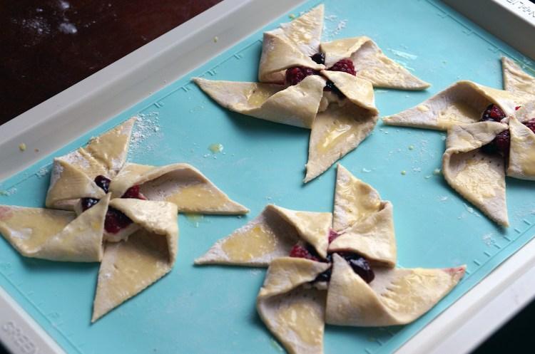 pinwheel-pastry-steps