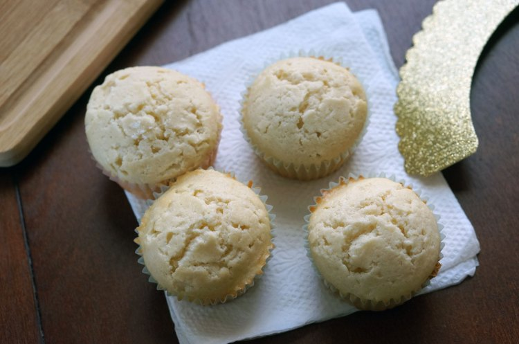 bake-champagne-cupcakes
