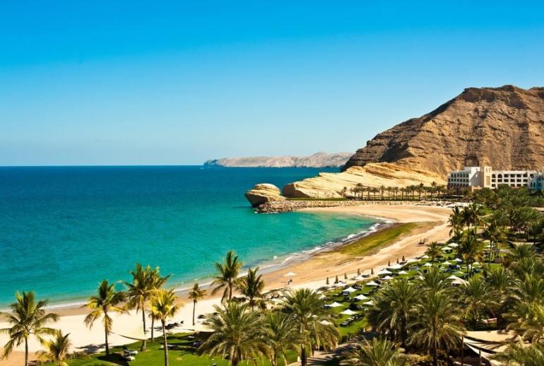 Eén van de vele stranden in Oman. Perfect als zonnige winterbestemming.
