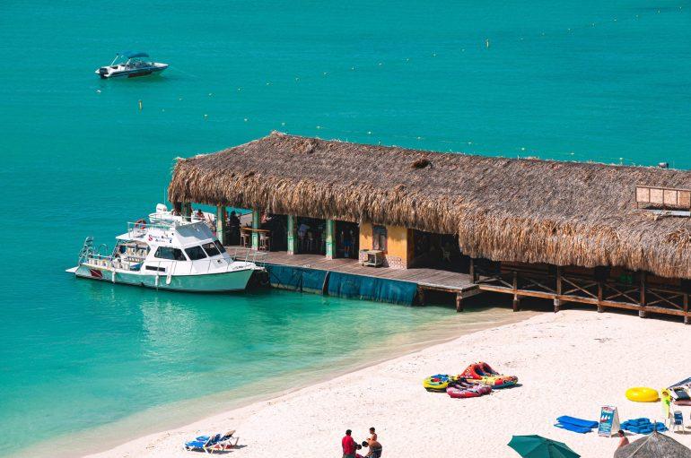 Een bekende pier met restaurant, Aruba