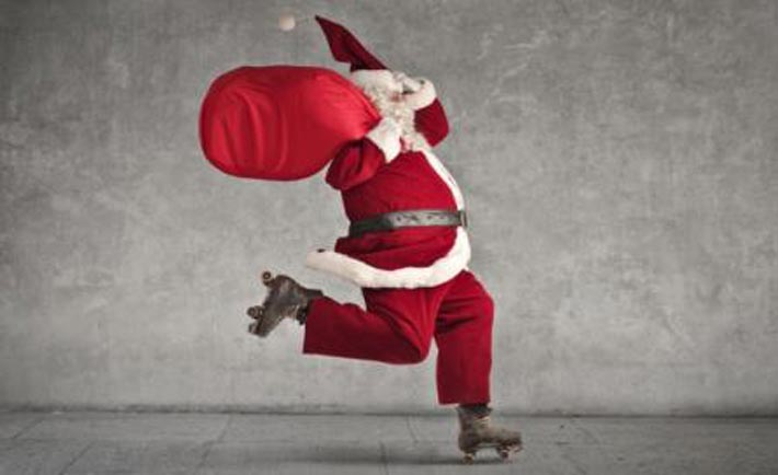 Milano, Babbo Natale arriva sui pattini
