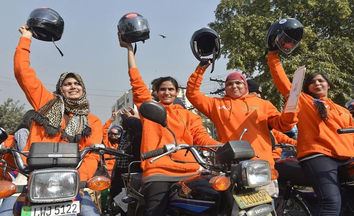 donne in moto pakistan