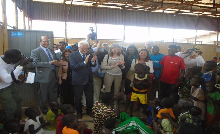 Mattarella nella scuola gestita da Save the Children in un campo profughi in Etiopia (foto Save the Children)