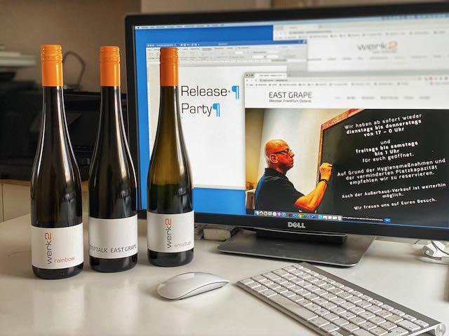 Release Party, Online Weinprobe, Virtueller Team event. Veranstaltung über PC und passende Weine für eine Online Weinprobe, hier sieht man drei Flaschen Riesling Weine vom werk2 aus Geisenheim im Rheingau