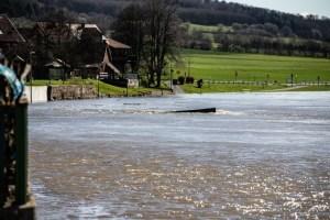 Hochwasser im Bereich der Fähre in Oedelsheim