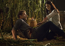 """The Vampire Diaries -- """"The World Has Turned and Left Me Here"""" -- Image Number: VD605b_0193.jpg -- Pictured (L-R): Matt Davis as Alaric and Jodi Lyn O'Keefe as Jo -- Photo: Bob Mahoney/The CW -- © 2014 The CW Network, LLC. All rights reserved."""