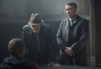 """GOTHAM: Detective Harvey Bullock (Donal Logue, C) and Alfred Pennyworth (Sean Pertwee, R) interview a suspect with information on Bruce and Selina's whereabouts in the """"Lovecraft"""" episode of GOTHAM airing Monday, Nov. 24 (8:00-9:00 PM ET/PT) on FOX. ©2014 Fox Broadcasting Co. Cr: Jessica Miglio/FOX"""