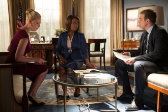 """STATE OF AFFAIRS -- """"Secrets & Lies"""" Episode 102 -- Pictured: (l-r) Katherine Heigl as Charleston Tucker, Alfre Woodard as President Constance Payton, David Harbour as Chief of Staff David Patrick -- (Photo by: Neil Jacobs/NBC)"""