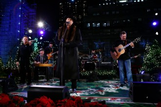 "CHRISTMAS IN ROCKEFELLER CENTER SPECIAL -- Pictured: Trace Adkins rehearses for ""Christmas in Rockefeller Center"" -- (Photo by: Peter Kramer/NBC)"