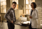 """GOTHAM: James Gordon (Ben McKenzie, L) consults Dr. Leslie Thompkins (guest star Morena Baccarin, R) about a case in the """"Rogues' Gallery"""" episode of GOTHAM airing Monday, Jan. 5 (8:00-9:00 PM ET/PT) on FOX. ©2014 Fox Broadcasting Co. Cr: Jessica Miglio/FOX"""