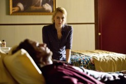 "12 MONKEYS -- ""Pilot"" Episode 101 -- Pictured: (l-r) Aaron Stanford as Cole, Amanda Schull as Railly -- (Photo by: Alicia Gbur/Syfy)"