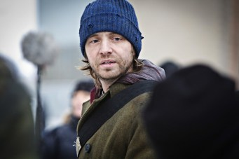 """12 MONKEYS -- """"Pilot"""" Episode 101 -- Pictured: Aaron Stanford as Cole -- (Photo by: Alicia Gbur/Syfy)"""