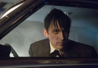 """GOTHAM: Oswald Cobblepot (Robin Lord Taylor) uses his powers of persuasion to get out of a tight spot in the """"The Fearsome Dr. Crane"""" episode of GOTHAM airing Monday, Feb. 2 (8:00-9:00 PM ET/PT) on FOX. ©2015 Fox Broadcasting Co. Cr: Jessica Miglio/FOX"""