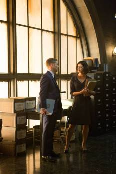 "GOTHAM: Dr. Leslie Thompkins (guest star Morena Baccarin, R) visits Detective James Gordon (Ben McKenzie, L) at the GCPD precinct in the ""The Scarecrow"" episode of GOTHAM airing Monday, Feb. 9 (8:00-9:00 PM ET/PT) on FOX. ©2015 Fox Broadcasting Co. Cr: Jessica Miglio/FOX"