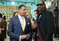 """EMPIRE: Lucious (Terrence Howard, L) chats with Snoop guest-starring as himself in the special two-hour """"Die But Once/Who I Am"""" Season Finale episode of EMPIRE airing Wednesday, March 18 (8:00-10:00 PM ET/PT) on FOX. CR: Chuck Hodes/FOX"""