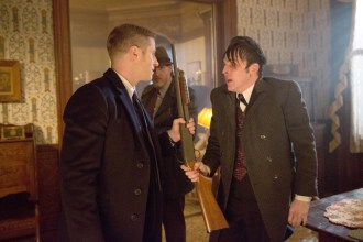 """GOTHAM: Gordon (Ben McKenzie, L), Bullock (Donal Logue, C) and Oswald Cobblepot (Robin Lord Taylor, R) find themselves in a dangerous situation in the """"Everyone Has A Cobblepot"""" episode of GOTHAM airing Monday, March 2 (8:00-9:00 PM ET/PT) on FOX. ©2015 Fox Broadcasting Co. Cr: Jessica Miglio/FOX"""