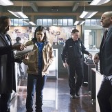 """The Flash -- """"Who is Harrison Wells?"""" -- Image FLA119B_0190b -- Pictured (L-R): Jesse L. Martin as Detective Joe West, Carlos Valdes as Cisco Ramon, and Paul Blackthorne as Quentin Lance -- Photo: Katie Yu /The CW -- �© 2015 The CW Network, LLC. All rights reserved."""