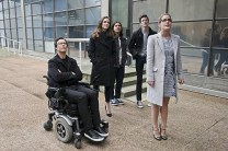 """The Flash -- """"All Star Team Up"""" -- Image FLA118A_0034b -- Pictured (L-R): Tom Cavanagh as Harrison Wells, Danielle Panabaker as Caitlin Snow, Carlos Valdes as Cisco Ramon, Grant Gustin as Barry Allen, and Emily Bett Rickards as Felicity Smoak -- Photo: Cate Cameron/The CW -- © 2015 The CW Network, LLC. All rights reserved."""