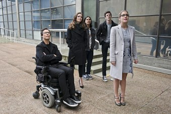 "The Flash -- ""All Star Team Up"" -- Image FLA118A_0034b -- Pictured (L-R): Tom Cavanagh as Harrison Wells, Danielle Panabaker as Caitlin Snow, Carlos Valdes as Cisco Ramon, Grant Gustin as Barry Allen, and Emily Bett Rickards as Felicity Smoak -- Photo: Cate Cameron/The CW -- © 2015 The CW Network, LLC. All rights reserved."