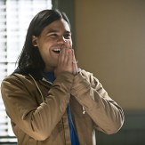 """The Flash -- """"Who is Harrison Wells?"""" -- Image FLA119B_0016b -- Pictured: Carlos Valdes as Cisco Ramon -- Photo: Katie Yu /The CW -- �© 2015 The CW Network, LLC. All rights reserved."""